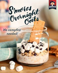 Overnight Oats No campfire needed! Treat yourself to the sweet combination of Quaker® S'mores Overnight Oats for breakfast.No campfire needed! Treat yourself to the sweet combination of Quaker® S'mores Overnight Oats for breakfast. Yummy Treats, Delicious Desserts, Yummy Food, Oats Recipes, Cooking Recipes, Smoothies, I Love Food, Food To Make, The Best