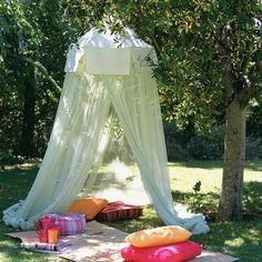 33 Romantic Outdoor Canopies and Tents Made with Mosquito Nets and Fabrics DIY Summer Decorating Ideas & Well this may have to be what I do...if I canu0027t get a garden shed ...