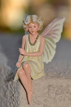 Cicely Mary Barker Flower Fairy Queen of Meadow. SHOP now $17.99