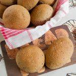 Een recept voor het bakken met bruine zachte broodjes met als extra toevoeging lijnzaad