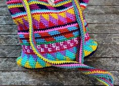 [Free Pattern] How To Crochet A Gorgeous Bag Using Leftover Yarn - Knit And Crochet Daily