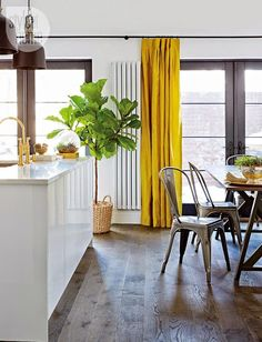 Yellow Curtains - Contemporary - kitchen - Style at Home Minimalist Curtains, Minimalist Home Decor, Sweet Home, Yellow Curtains, Contemporary Kitchen Design, Contemporary Rugs, Home And Deco, Home Fashion, Home Kitchens