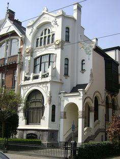 Residence Architecture, Architecture Design, Architecture Art Nouveau, Beautiful Architecture, Beautiful Buildings, Building Architecture, Facade Design, Building Exterior, House Design