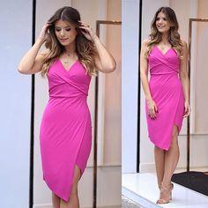 Nicole Bahls erra com vestido ousado demais; veja looks