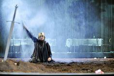 Hamlet, Schaubühne 2006. Bühne: Jan Pappelbaum. Regie: Ostermeier.