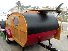 Pontiac station wagon woody and tear drop. these are a few of my favorite things Mini Caravan, Teardrop Camper Trailer, Tiny Trailers, Camper Trailers, Camper Van, Mini Motorhome, Tin Can Tourist, Trailer Build, Gypsy Wagon