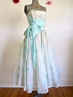 Sz. S-M, 50s Party Dress in Aqua Blue & Embroidered Chiffon, Strapless Satin Sash Bow