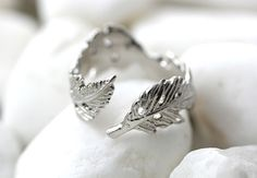 Fallen Leaves Knuckle Ring Leaf Ring Branch Ring Adjustable Twig Ring Matt • So gorgeously designed fallen Leaves shape ring with delicate details  • Size is basically designed for knuckle ring, and can be adjustable a bit to fit your finger                                       • Please select your favorite color  • Plated brass material   • We pack the items a...