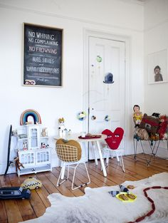 a fun and relaxed children's room by Oeuf..