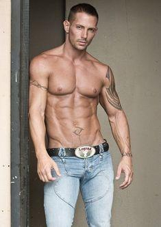 Hot Men Bodies, Hot Country Boys, Hunks Men, Inked Men, Muscular Men, Sexy Jeans, Men's Jeans, Athletic Men, Shirtless Men