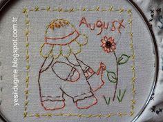 yeşil düğme: Sunbonnet Sue Ağustos ayı-August