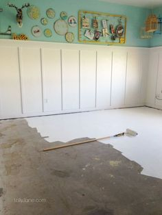 on how to paint concrete flooring Tips to paint concrete floors, so easy!Tips to paint concrete floors, so easy! Painting Basement Floors, Basement Flooring, Diy Flooring, Basement Concrete Floor Paint, Concrete Floor Paint Colors, Cleaning Concrete Floors, Flooring Ideas, Painted Cement Floors, Painting Cement