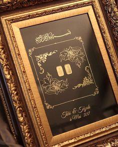 Mahar Mba Tari berupa 2x25gram emas yang dihias dengan visual Bunga Lily . Selamat kepada Mba Tari dan Mas Teguh untuk pernikahannya, semoga berbahagia dengan Rahmah-Nya, terimakasih atas kepercayaannya kepada kami dalam mendekorasikan mahar dari Mas Teguh untuk Mba Tari. . ____ Combination of your Mahar with sophisticated design of laser cut acrylics Please visit and follow @mahar_by_rosearbor For more of our mahar portfolio Reach Dita 081232008600 or Lina 0852 8902 1272 ______ #seseraha