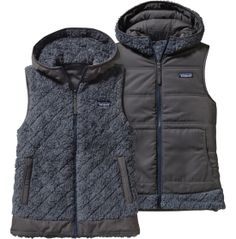 Update your cold weather style with a modern twist to an old favorite, whenever you layer on the Patagonia® Los Gatos Hooded Vest. You'll stay warm and cozy during your cold day outing thanks to the deep-pile polyester fleece and oversized, diamond quilted hood, while contrasting trim adds stylish, yet simple detail. When you want a different look, the vest easily reverses into solid taffeta body with kangaroo-style pockets.