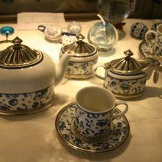 Tee-Service Karlsbader Porzellan mit handgefertigter Zinnmontierung, historischer Anblick aber neu und sehr schön!