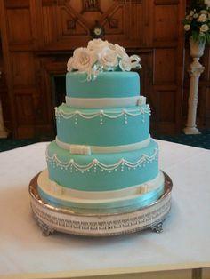i adore this vintage wedding cake!