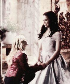 Once upon a time - Jennifer Morrison - Emma Swan - OUAT - Lana Parrilla - Regina Mills - Evil Queen - #SwanQueen