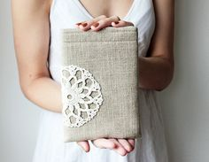 Rustic iPad mini case decorated with crochet lace - Feminine - Handmade - iPad fashion