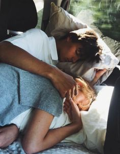 Cute Couples Photos, Cute Couple Pictures, Cute Couples Goals, Couple Pics, Couple In Car, Beautiful Pictures, Image Couple, Photo Couple, Couple Goals Relationships