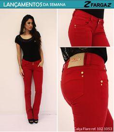 Sucesso nesse inverno 2013, a calça flare está entre os lançamentos da Fargaz Jeans para essa semana. Um dos destaques é o modelo na cor vermelha com detalhes em dourado.