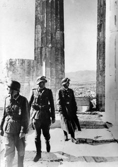 The Nazi propaganda picture shows soldiers of the German Wehrmacht on the Acropolis of Athens after the conquest of the city. The picture was taken in May Photo: Berliner Verlag / NO WIRE SERVICE - Athens Acropolis, Athens Greece, German Soldiers Ww2, German Army, Nazi Propaganda, Germany Ww2, Ww2 Photos, History Of Photography, Military Photos