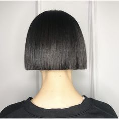 ◼️ bob for beautiful Pea Swipe> Suitable Length to attract attention to Peas beautiful lips🍃 Trendy Hairstyles, Bob Hairstyles, Cut My Hair, Hair Cuts, Medium Hair Styles, Short Hair Styles, One Length Hair, Graduated Bob Haircuts, Decent Hairstyle