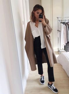 camel coat, white blouse, black jeans, old school vans, short beachy hair Mais Something about this outfit just looks good. Mode Outfits, Fall Outfits, Casual Outfits, Fashion Outfits, Womens Fashion, Fashion Trends, Black Outfits, School Outfits, Skandinavian Fashion