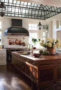 Home Decor Themes Best European Kitchen Design Ideas.Home Decor Themes Best European Kitchen Design Ideas Classic Kitchen, New Kitchen, Kitchen Decor, Kitchen Ideas, Awesome Kitchen, Kitchen Layout, Design Kitchen, Kitchen Furniture, French Kitchen