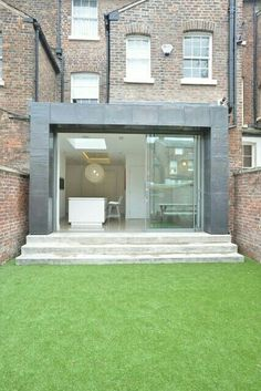Extension on typical UK terrace house House Extensions, Kitchen Extensions, Glass Structure, London House, Architecture Old, Modern Buildings, Interior Design Inspiration, Building A House, Side Extension