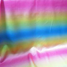 Bunte Regenbogen Streifen Druck Satin Material Tanzen Tuch Bühne Dekor Stoff Tissu