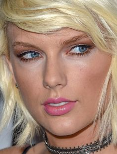 taylor swift - more close-ups of tswifty can be found here taylor swift bmi awards blonde red carpet makeup celeb celebrity celebritycloseup Taylor Swift Pictures, Taylor Alison Swift, Bmi, Katrina Bowden, Red Carpet Makeup, Popular Actresses, Celebrity Makeup, Celebrity Faces, Young Female