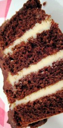 Bolo de Chocolate com Recheio Trufado de Maracujá Brownie Cupcakes, Sweet Life, Coco, Chocolate Cake, Tiramisu, Biscuits, Muffin, Food And Drink, Cooking