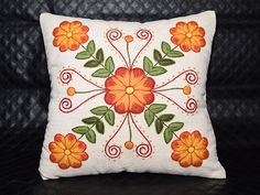 Cushion Embroidery, Hand Embroidery Flowers, Embroidery Patterns, Quilt Patterns, Machine Embroidery, Knitting Patterns, Sewing Patterns, Crochet Crocodile Stitch, Embroidered Bedding