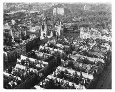 1945/46 Berlin - Anflug auf die Gedächtnis-Kirche: Als die Fotografen Adolph C. Byers und Hein Gorny über der Stadt kreisen, liegen noch immer Berge von Schutt und Trümmern auf den Straßen Berlins. ☺
