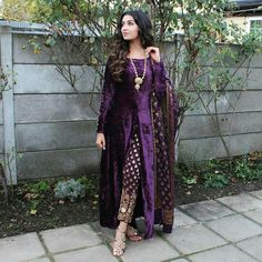 Best Kimono Design for Your Formal Occasion 20 Pakistani Dress Design, Pakistani Outfits, Indian Outfits, Velvet Pakistani Dress, Indian Designer Outfits, Designer Dresses, Velvet Dress Designs, Kimono Design, Kurti Designs Party Wear