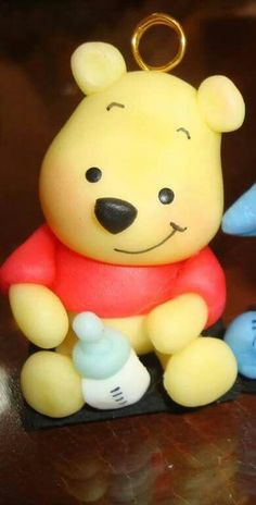 Winnie the pooh bebe. Idea para souvenir en porcelana fria