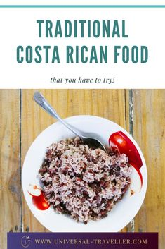 Traditional Costa Rican food is healthy, comforting and flavorful. If there is one cuisine that efficiently blends the three, it is Costa Rican cuisine. Tamarindo, Costa Rican Food, Gallo Pinto, Food Cost, Tasty Dishes, Fresh Fruit, Traveling By Yourself, Treats, Traditional