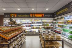Dona Deola Bakery by Studio Zeh Arquitetura, São Paulo – Brazil Supermarket Design, Retail Store Design, Visual Merchandising, Fruit Shop, Food Retail, Home Decor Shops, Design Furniture, Branding, Grocery Store
