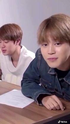 Bts Funny Videos, Bts Memes Hilarious, Bts Taehyung, Bts Bangtan Boy, Foto Jimin, Bts Dancing, Bts Playlist, Bts Group Photos, V Bts Wallpaper