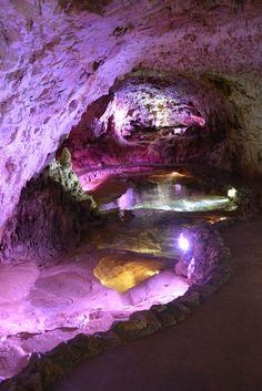 Jeux de lumière dans la grotte de Choranche
