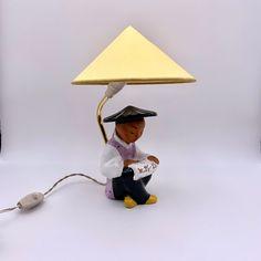 Vintage Wiener Tischlampe sitzende chinesische Figur von Carli Bauer, 1950er von RemoVintage auf Etsy Vintage Table, Table Lamp, Etsy, Home Decor, Vintage Table Lamps, Craft Gifts, Figurine, Table Lamps, Decoration Home