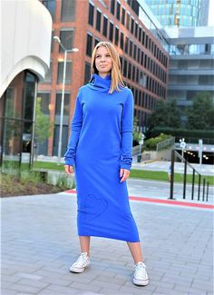 Novinkou v našej jesennej kolekcii 2020 sú tieto nádherné a jedinečné šaty v športovom štýle z elastickej a príjemnej teplákoviny. Šaty Clara vo farebnom prevedení Velvet sú ušité z teplák... High Neck Dress, Dresses For Work, Velvet, Fashion, Turtleneck Dress, Moda, Fashion Styles, Fashion Illustrations, High Neckline Dress