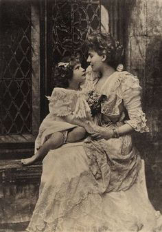 Alice Frederica Keppel, née Edmonstone (1868-1947), was in Britain the mistress of Edward VII the most famous.    Her daughter, Violet Trefusis (1894-1972) was a British writer, member of the British society. She is the great-maternal grandmother of Camilla Parker Bowles