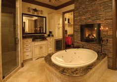 Traditional Bathroom #Interior #Rooms #Spaces #Houses #Design #Decoration