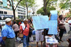 Vendedores ambulantes piden los dejen trabajar en el parque  Los vendedores piden a las autoridades municipales los dejen trabajar.