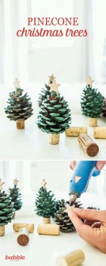 Spread some holiday cheer and decorate your home with these DIY Pinecone Christm., Frisuren,, Spread some holiday cheer and decorate your home with these DIY Pinecone Christmas Trees. Create your own mini pinecone trees with spray paint and win. Kids Crafts, Kids Diy, Decor Crafts, Diy Christmas Crafts To Sell, Home Craft Ideas, Craft Ideas For The Home, Craft Ideas For Adults, Easy Christmas Crafts For Toddlers, Christmas Projects For Kids