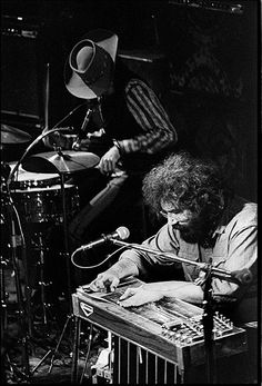 Jerry Garcia with the New Riders at Fillmore East April 1971 Dead Pictures, Dead Images, Grateful Dead Image, Phil Lesh And Friends, Bewitched Elizabeth Montgomery, Mickey Hart, Fillmore East, Jerry Garcia Band, Dead And Company
