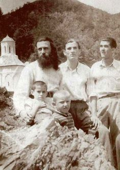 Elder Arsenie Boca was a Romanian Orthodox monk, theologian and artist. Romanian Revolution, Church Activities, Cata, Saints, Blessed, Lord, Author, Black And White, Couple Photos