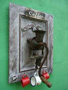 fotos de cafeterias vintage - Pesquisa Google Mais Old Door Projects, Metal Art Projects, Diy House Projects, Recycled Crafts, Diy And Crafts, Arts And Crafts, Cafeteria Vintage, Entrance Hall Decor, Assemblage Art
