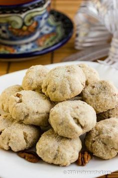 This amazing Mexican walnut cookies are also known as Mexican wedding cookies, Mexican Christmas cookies or simply, polvorones Mexican Food Recipes, Cookie Recipes, Dessert Recipes, Desserts, Walnut Cookies, Coconut Cookies, Mexican Pastries, Croissants, Mexican Bread